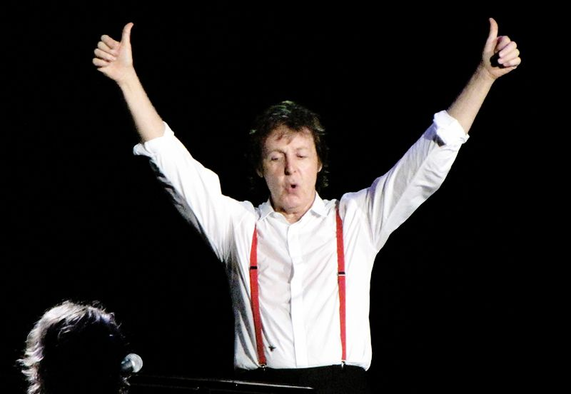 https: img.okezone.com content 2017 12 06 205 1826284 terungkap-paul-mccartney-berkompetisi-dengan-john-lennon-dalam-menulis-lagu-the-beatles-kv89IzAW16.jpg