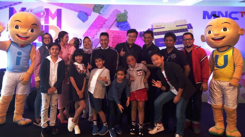 https: img.okezone.com content 2017 12 08 598 1827444 mom-kids-awards-2017-apresiasi-keluarga-inspiratif-indonesia-PwhVUb3TaS.jpg
