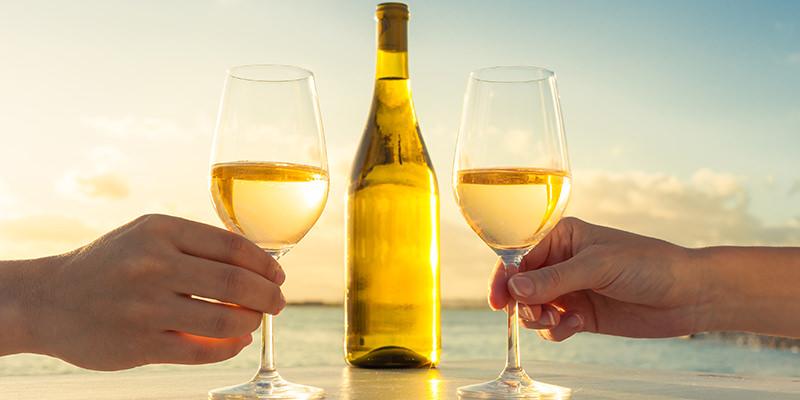 https: img.okezone.com content 2017 12 11 298 1828607 tak-disangka-tahu-bisa-dibuat-jadi-minuman-wine-uFpreMBWxz.jpg