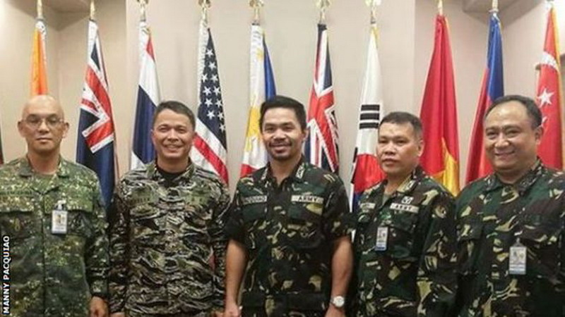 https: img.okezone.com content 2017 12 11 43 1828574 manny-pacquiao-dari-petinju-kini-berpangkat-kolonel-3mBVfRAmC0.jpg