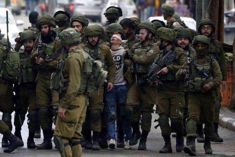 https: img.okezone.com content 2017 12 12 18 1829310 ditangkap-oleh-23-tentara-israel-foto-remaja-16-tahun-ini-viral-dan-jadi-simbol-perjuangan-palestina-kLLjNQIIBB.jpg