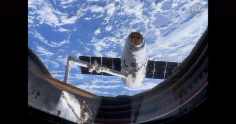https: img.okezone.com content 2017 12 14 56 1830279 astronot-saksikan-star-wars-the-last-jedi-di-luar-angkasa-uLN7Yr1tgR.jpg