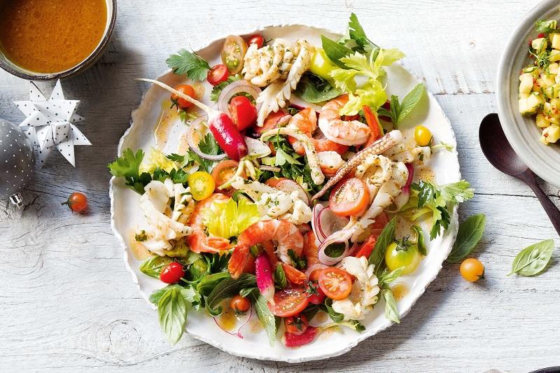 https: img.okezone.com content 2017 12 19 298 1832892 3-rekomendasi-olahan-salad-seafood-sehat-dan-praktis-TH0ZGxxMji.jpg