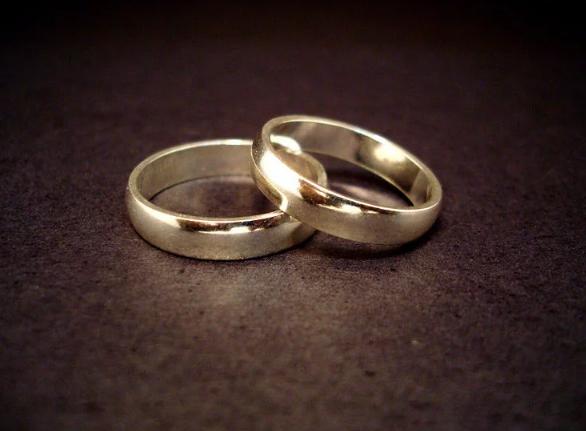 https: img.okezone.com content 2017 12 20 18 1833450 hindari-pajak-warisan-dua-pria-ini-putuskan-menikah-secara-gay-Y8rozzJQWG.png