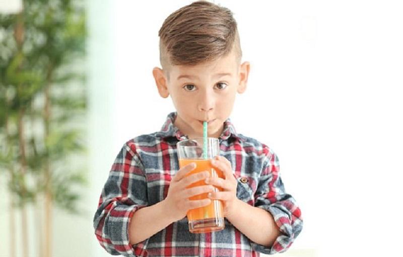 https: img.okezone.com content 2017 12 20 481 1833205 anak-minum-jus-buah-terlalu-manis-tingkatkan-risiko-terkena-asma-kwzJFLFLr1.jpg