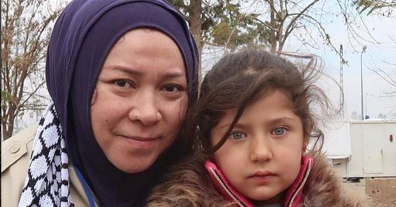 https: img.okezone.com content 2017 12 21 33 1834260 prihatin-melly-goeslaw-ingin-bawa-anak-anak-palestina-pulang-ke-indonesia-nqDvLJCX1e.jpg