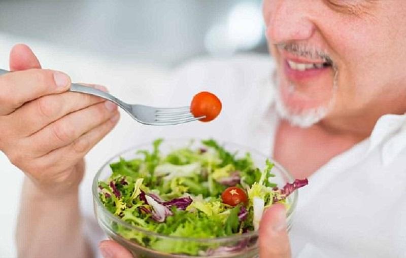 https: img.okezone.com content 2017 12 21 481 1833879 rajin-makan-salad-bikin-otak-awet-muda-dan-tak-cepat-pikun-qUvdgS0B2h.jpg