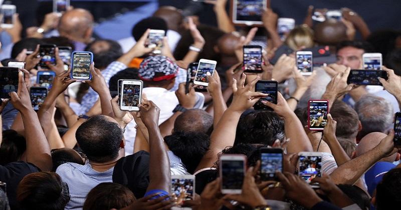 https: img.okezone.com content 2017 12 21 56 1834225 frekuensi-radio-pada-smartphone-membahayakan-tubuh-benarkah-qv2xJ6pO4W.jpg