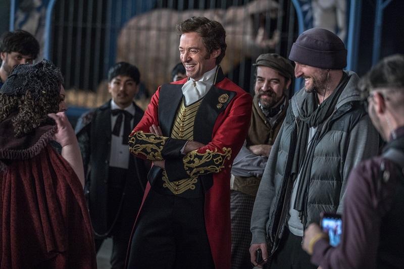 https: img.okezone.com content 2017 12 22 206 1834870 movie-review-the-greatest-showman-sepenggal-kisah-pelopor-dunia-sirkus-0UqDNyijqX.jpg