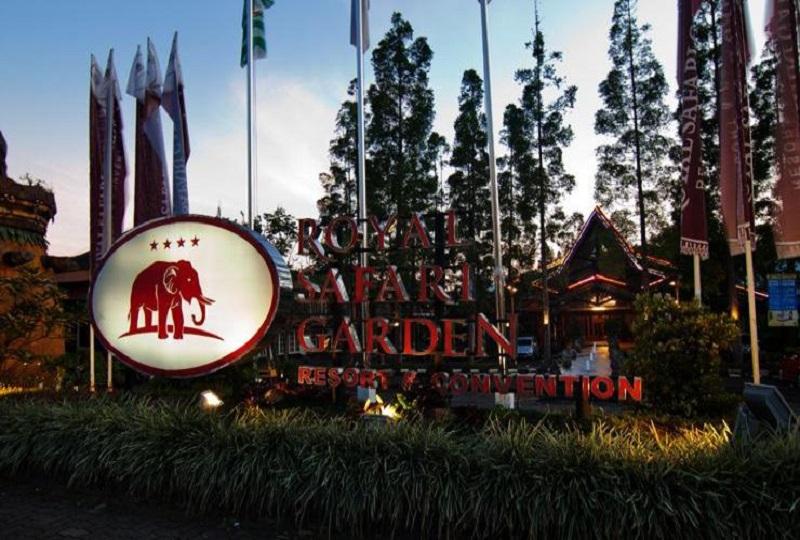 https: img.okezone.com content 2017 12 22 406 1834821 royal-safari-garden-resort-convention-raih-2-penghargaan-indonesia-travel-tourism-awards-2017-2018-iD4yKRosjg.jpeg