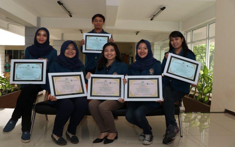 https: img.okezone.com content 2017 12 23 65 1835039 tiga-mahasiswa-indonesia-raih-penghargaan-di-konferensi-nutrisi-hewan-internasional-PF57cD5nWF.jpg