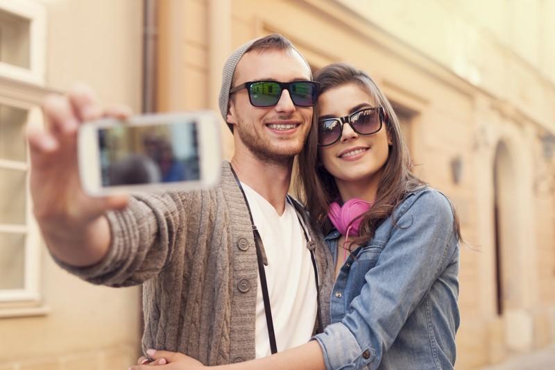 https: img.okezone.com content 2017 12 25 481 1835541 sering-foto-selfie-pertanda-alami-gangguan-mental-benarkah-A9S7nL9XRW.jpg