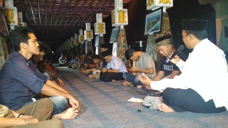 https: img.okezone.com content 2017 12 26 340 1835792 mengenang-22-jurnalis-korban-tewas-tsunami-aceh-13-tahun-silam-Xw8rCIhQXA.jpg