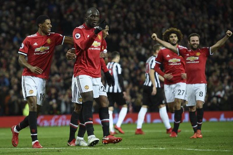 https: img.okezone.com content 2017 12 27 45 1836406 manchester-united-datangkan-2-pemain-pada-januari-2018-75wdYoJBxv.jpg