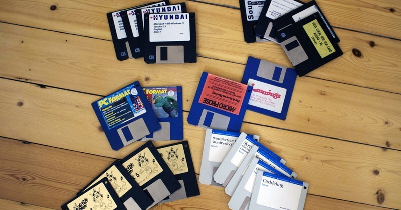https: img.okezone.com content 2017 12 27 57 1836523 sebelum-flashdisk-ketahui-perkembangan-perangkat-penyimpanan-floppy-disk-qt6iUugoVv.jpg