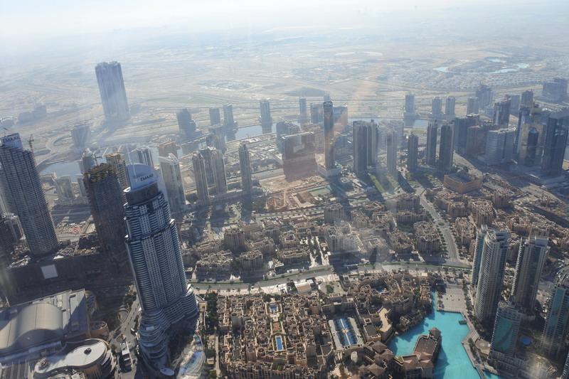 https: img.okezone.com content 2017 12 30 406 1837840 serunya-naik-gedung-tertinggi-di-dunia-burj-khalifah-di-dubai-BDJkfRkFdn.jpg