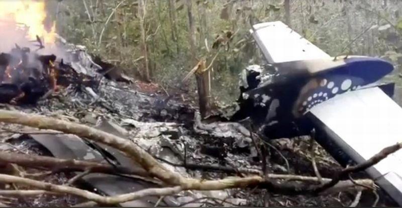 https: img.okezone.com content 2018 01 01 18 1838448 kecelakaan-pesawat-di-kosta-riska-12-orang-tewas-n9AkZC9Irx.jpg