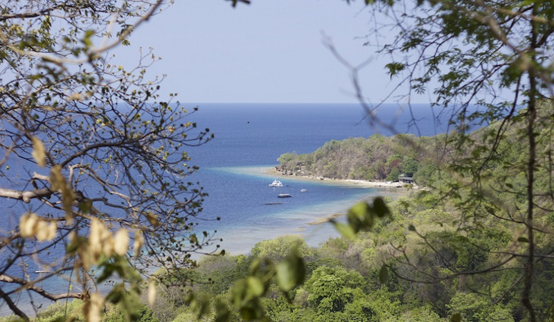 https: img.okezone.com content 2018 01 02 406 1839052 5-pulau-terdekat-dari-bali-yang-cantiknya-bikin-anda-jatuh-hati-N7Lrc0a8ST.jpg