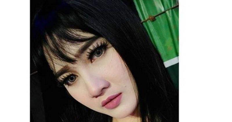 https: img.okezone.com content 2018 01 05 33 1840848 tahun-2018-nella-kharisma-tampil-dengan-gaya-rambut-baru-G8GBBW9Ntm.jpg