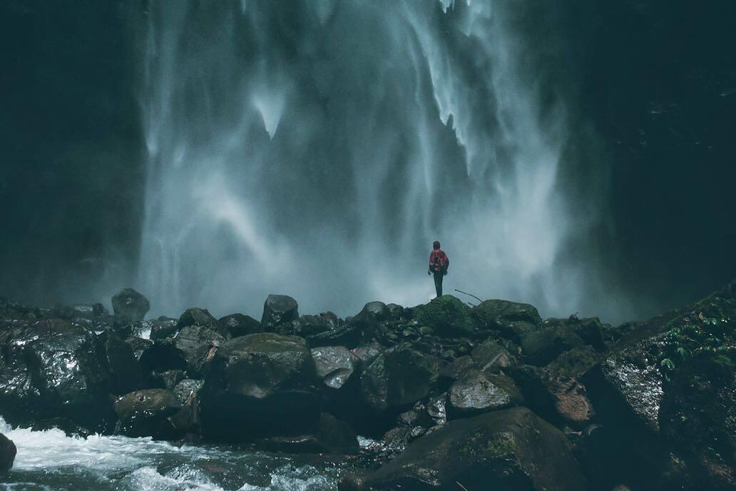 air terjun kabut pelangi keindahan terselip di lumajang okezone