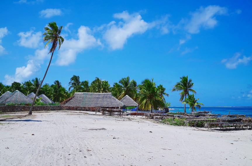 https: img.okezone.com content 2018 01 09 406 1842361 keindahan-pantai-nemberala-yang-air-lautnya-dipakai-presiden-jokowi-untuk-basuh-wajahnya-lErnQLOMGe.jpg