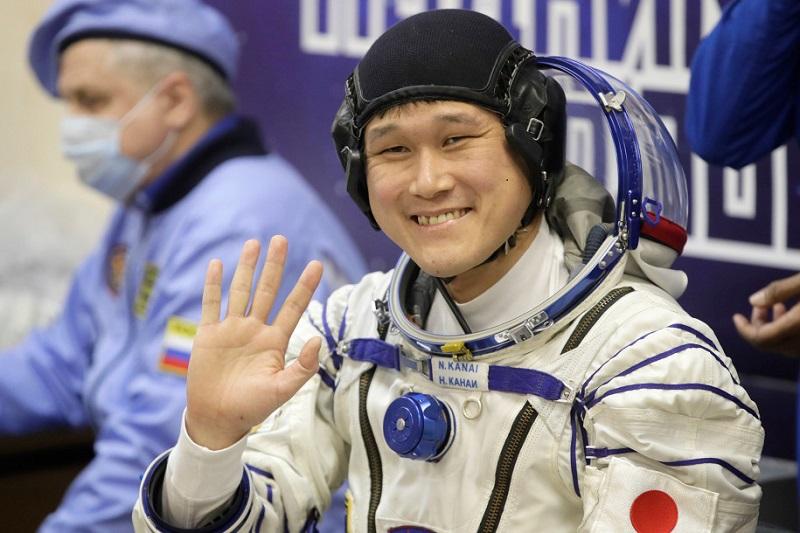 https: img.okezone.com content 2018 01 10 481 1842872 tinggi-badan-bertambah-astronot-asal-jepang-tidak-khawatir-lakukan-perjalanan-luar-angkasa-lagi-n6lngn7YrM.jpg