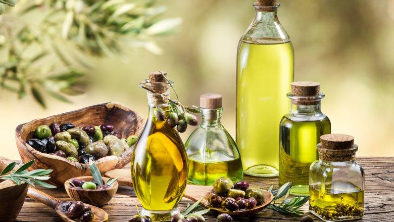 https: img.okezone.com content 2018 01 11 298 1843417 olive-oil-disebut-baik-dikonsumsi-setiap-pagi-apa-saja-manfaatnya-Ke8lWSg1Es.jpg