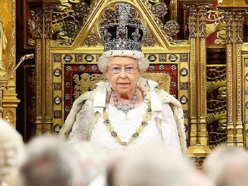 Dia pun begitu sibuk di London dalam rangkaian perayaan Natal bersama dengan banyak tamu.