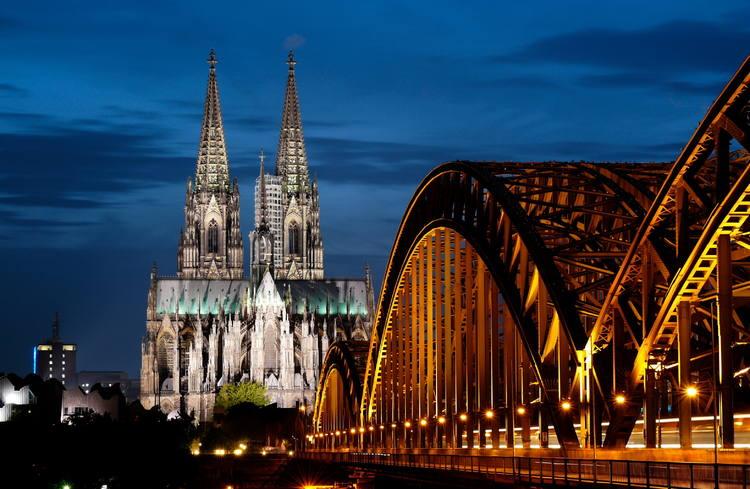 https: img.okezone.com content 2018 01 14 406 1844844 katedral-cologne-gereja-gothic-yang-memukau-tertinggi-ke-4-di-dunia-PJqjgnmIeX.jpg