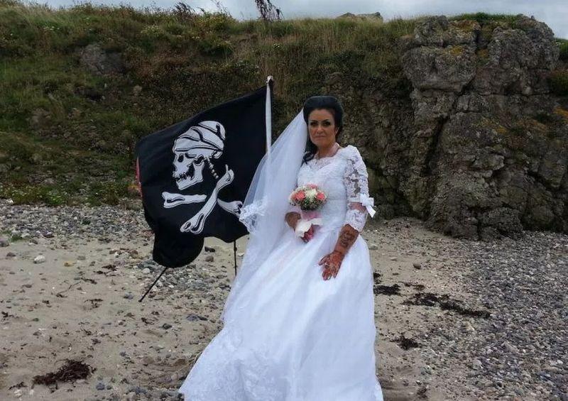 https: img.okezone.com content 2018 01 16 18 1846003 perempuan-irlandia-utara-menikah-dengan-hantu-bajak-laut-akibat-kerap-patah-hati-W1CaKJNY9L.jpg
