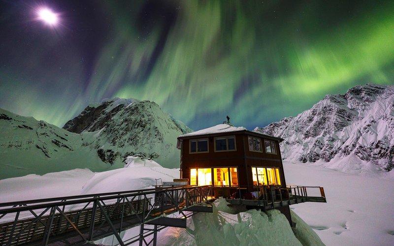 https: img.okezone.com content 2018 01 16 406 1845886 berpemandangan-gunung-salju-menginap-di-taman-nasional-alaska-semalamnya-dibanderol-rp28-7-juta-2UQeE9vxeA.jpg