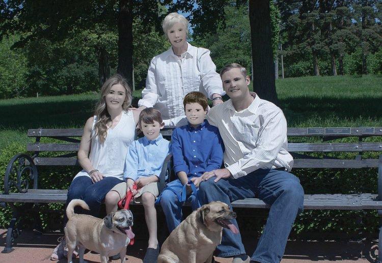 https: img.okezone.com content 2018 01 17 196 1846122 biaya-photoshoot-seharga-rp3-3-juta-tapi-keluarga-ini-dapatkan-hasil-foto-yang-bikin-geleng-geleng-kepala-7QfS0FECru.jpg