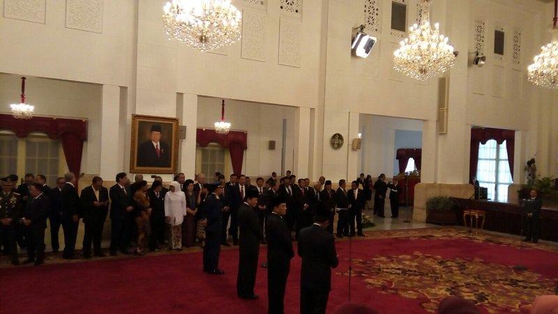 https: img.okezone.com content 2018 01 17 320 1846124 reshuffle-kabinet-presiden-jokowi-tak-utak-atik-tim-ekonomi-4ixlKGzirC.jpg