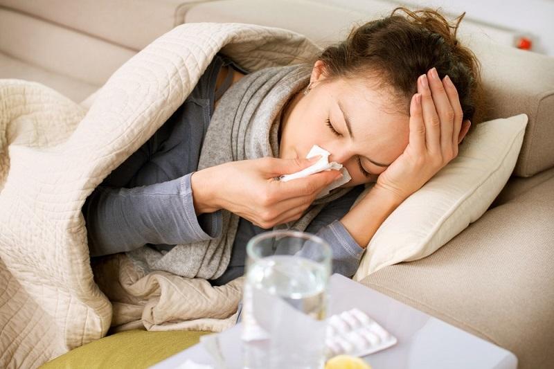 https: img.okezone.com content 2018 01 17 481 1846291 flu-saat-pms-cara-mengatasinya-beda-dari-flu-biasa-bvsE4XJrK5.jpg