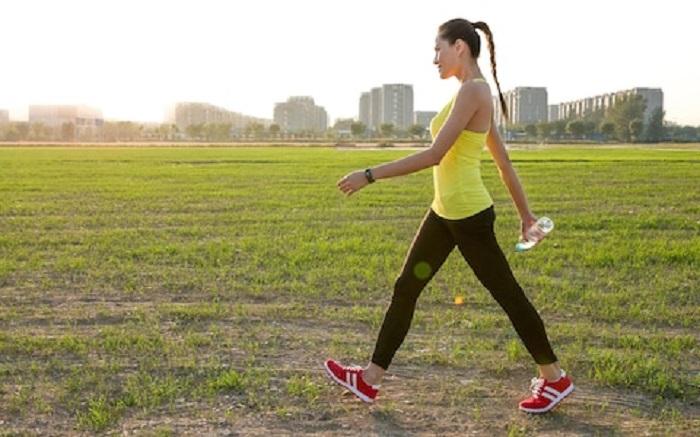https: img.okezone.com content 2018 01 17 481 1846309 luangkan-waktu-jalan-kaki-30-menit-ini-sederet-manfaatnya-untuk-tubuh-Pq2nUYzIFj.jpg