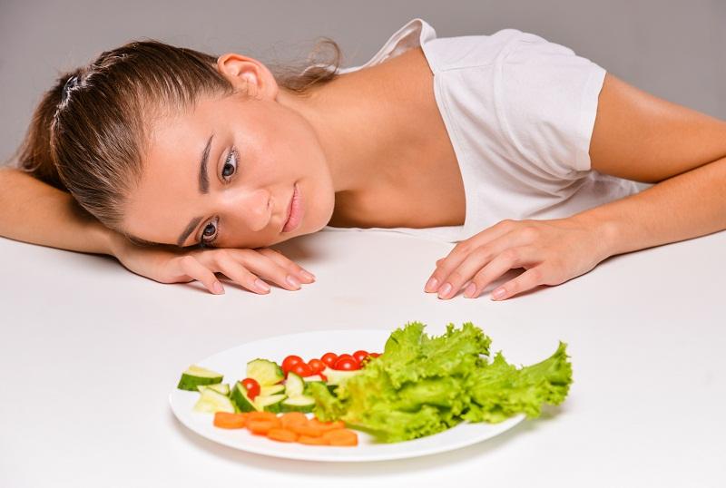 https: img.okezone.com content 2018 01 18 298 1846852 salad-jadi-pilihan-makanan-sehat-ternyata-hanya-mitos-SOU4wxLBmp.jpg