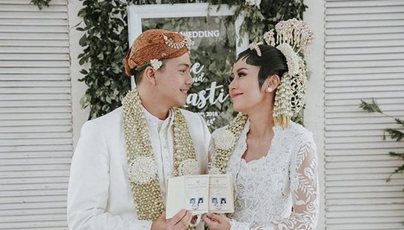 https: img.okezone.com content 2018 01 21 33 1848151 pernikahan-ardina-rasti-dapat-ucapan-selamat-dari-presiden-jokowi-DwNqrn08u7.jpg