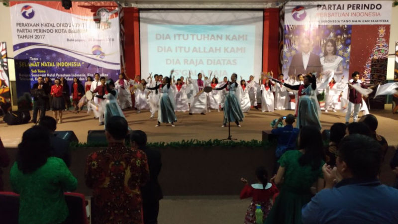https: img.okezone.com content 2018 01 21 340 1848065 perayaan-natal-bersama-perindo-balikpapan-rekatkan-persatuan-indonesia-7p4f8ZRf6u.jpg