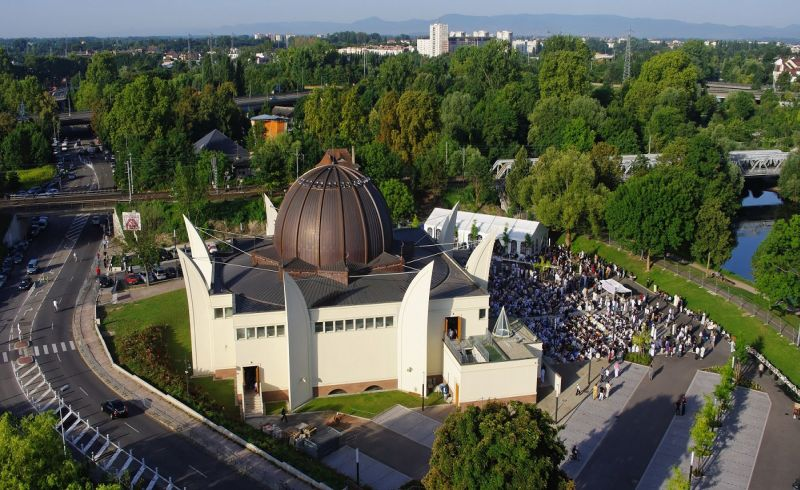 https: img.okezone.com content 2018 01 21 406 1848030 megahnya-masjid-terbesar-di-prancis-pembangunannya-makan-waktu-20-tahun-wq4vUEQEEm.jpg