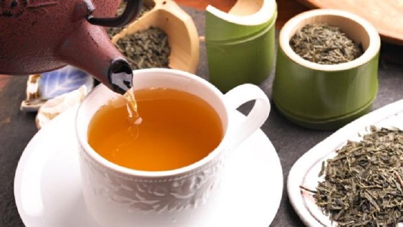 https: img.okezone.com content 2018 01 22 481 1848456 5-bahaya-terlalu-sering-minum-teh-hijau-nomor-4-paling-mematikan-KmJn9zXGUY.jpg