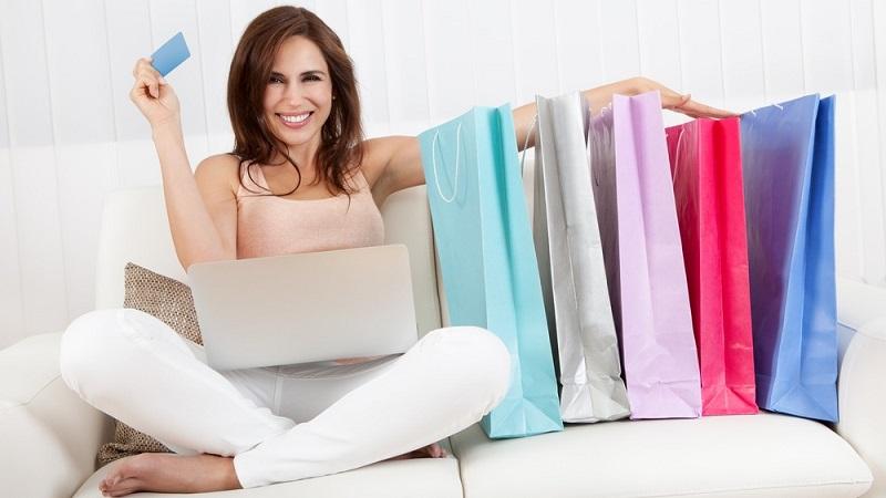 https: img.okezone.com content 2018 01 24 194 1849702 banyak-perusahaan-fashion-berpindah-ke-online-shop-ini-sebenarnya-yang-diinginkan-pencinta-fashion-kVht94TRbe.jpg
