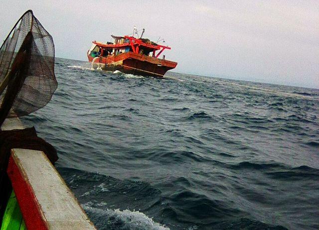 https: img.okezone.com content 2018 01 24 340 1849836 puluhan-kapal-pukat-trawl-beraksi-di-laut-nelayan-minta-pemerintah-bertindak-L1LiHFLTbH.jpg