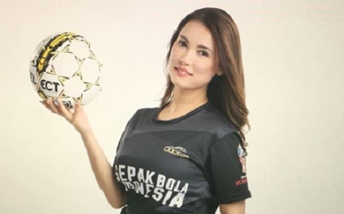 https: img.okezone.com content 2018 01 26 207 1850680 miyabi-pakai-jersey-timnas-indonesia-netizen-sungguh-cinta-indonesia-uV6yHVCA8F.jpg