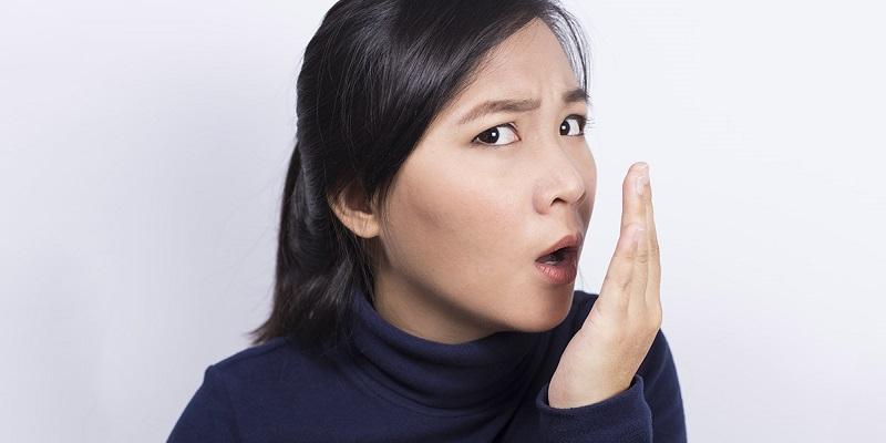 https: img.okezone.com content 2018 01 26 481 1850511 6-cara-alami-hilangkan-bau-mulut-napas-kembali-segar-GPEU6t3jkV.jpg