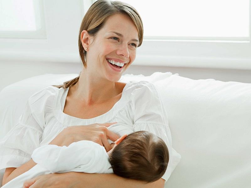 https: img.okezone.com content 2018 01 26 481 1850600 ibu-menyusui-ini-panik-warna-asi-berubah-jadi-pink-bercampur-dengan-darah-AIWe0YmODu.jpg