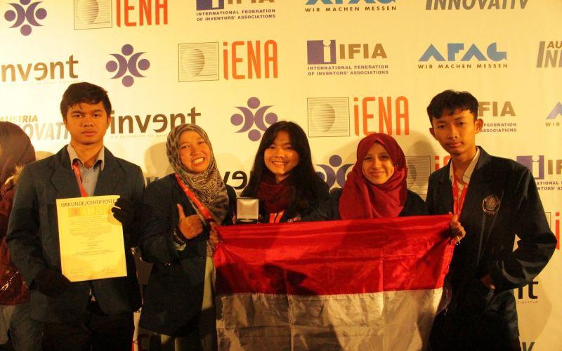 https: img.okezone.com content 2018 01 26 65 1850825 ciptakan-alat-deteksi-serangan-jantung-mahasiswa-indonesia-raih-juara-di-jerman-IeCZUx0zQF.jpg