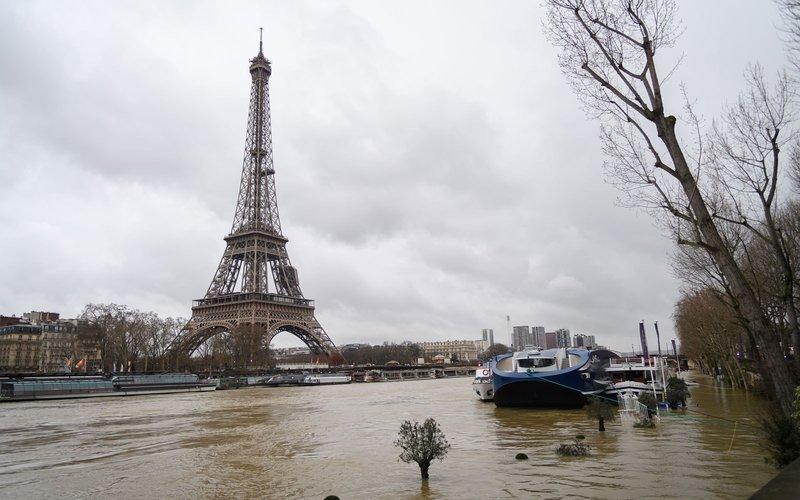 https: img.okezone.com content 2018 01 30 406 1852375 banjir-di-paris-bikin-museum-louvre-tutup-dan-muncul-banyak-tikus-Hm5Hd09CXV.jpg