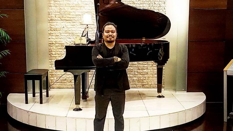 https: img.okezone.com content 2018 01 31 205 1852463 is-eks-payung-teduh-mantap-jalani-solo-karier-zpRj3LZI6j.jpg