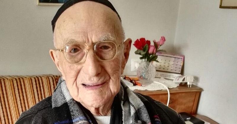 https: img.okezone.com content 2018 01 31 298 1852814 pria-tertua-di-dunia-meninggal-dunia-ini-2-makanan-yang-selalu-dikonsumsinya-sY5CfyTeHY.jpg