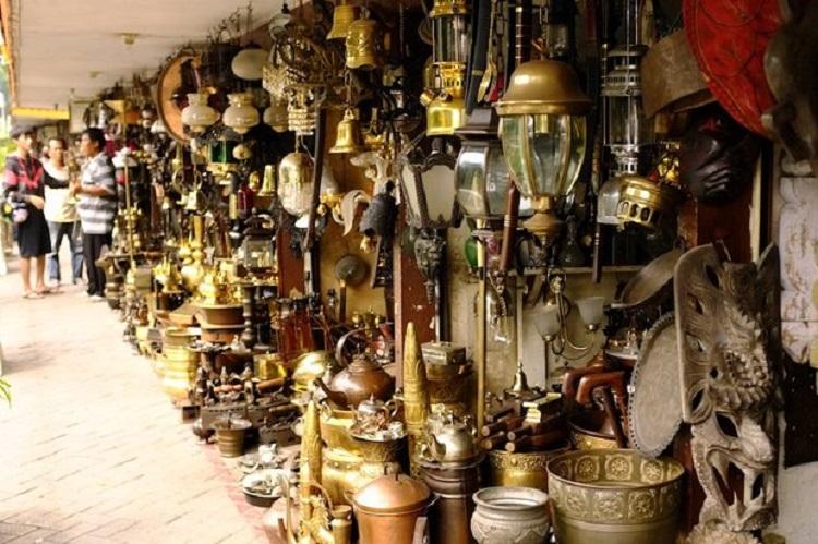 Berburu Barang Antik di Jalan Surabaya, Jakarta! : Okezone Travel